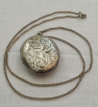 Vintage Sterling Silver 925 Oval Locket & Chain